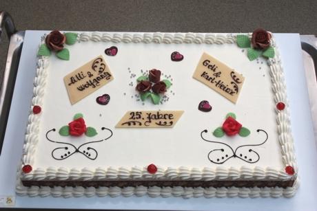 Torte Zur Silbernen Hochzeit 2er Hochzeitstorte Mit Brautpaar Und ...